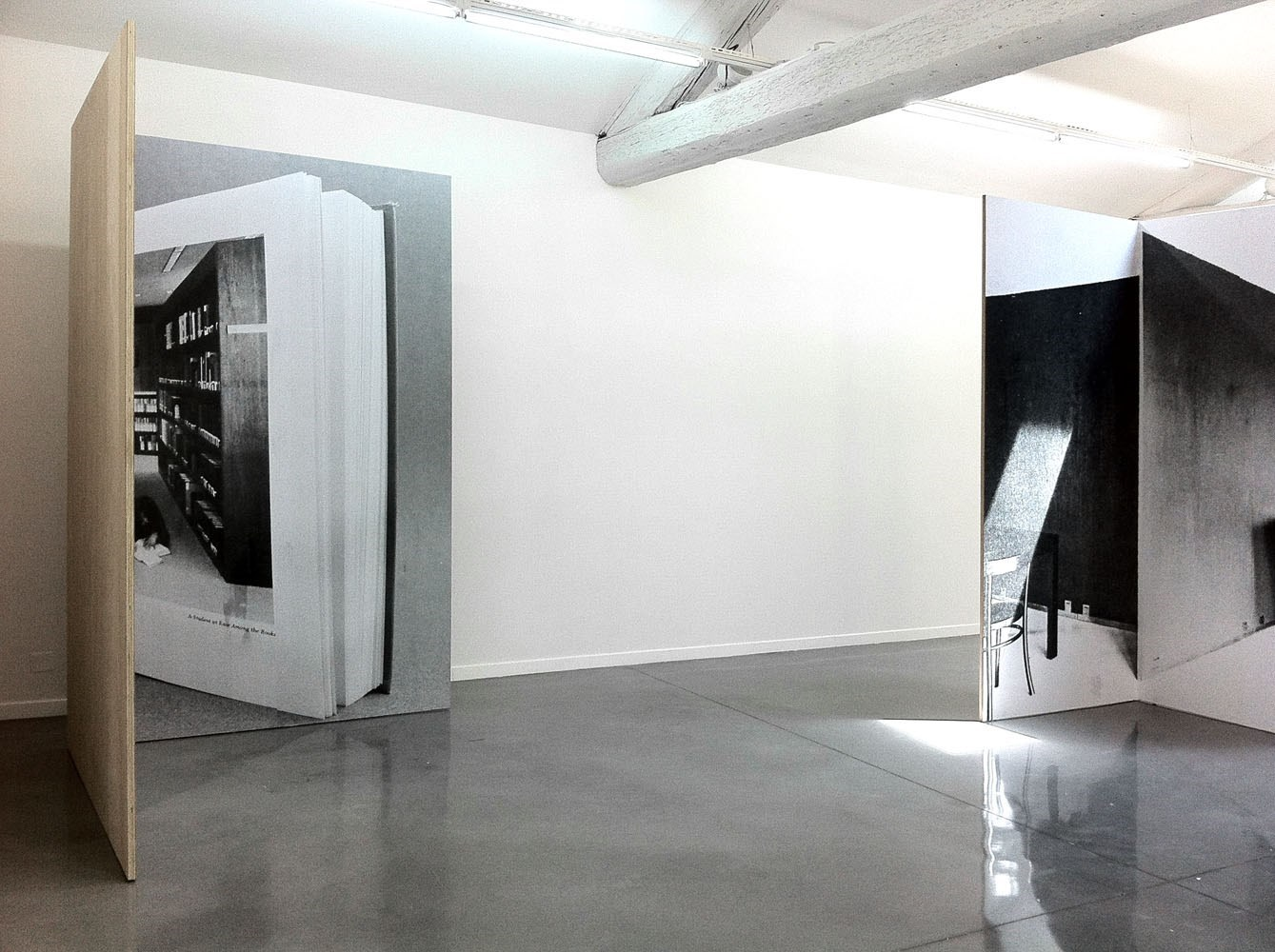 A Student at Ease Among the Books, 260 cm x 328cm, b&w prints and wood, Installation view Musée régional d'art contemporain Languedoc-Roussillon, Sérignan