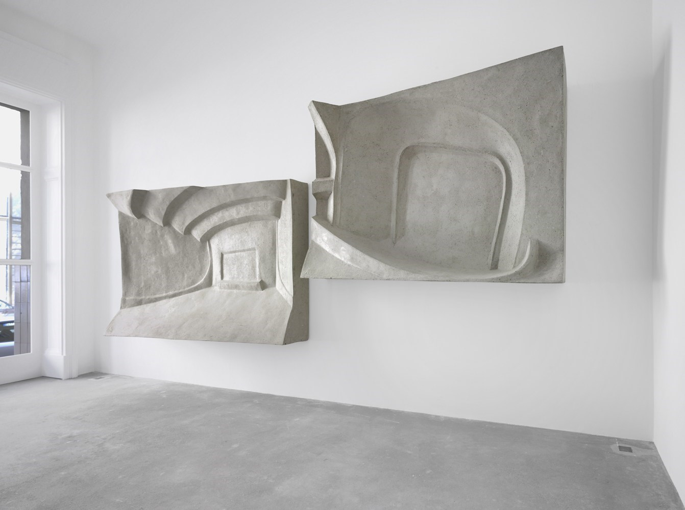 Odeon; Hudson, ca. 150cm x 225cm x 40cm each, paper mâché, resin and aluminum, 2010, 2011<br />Installation view Sassa Trülzsch, Berlin