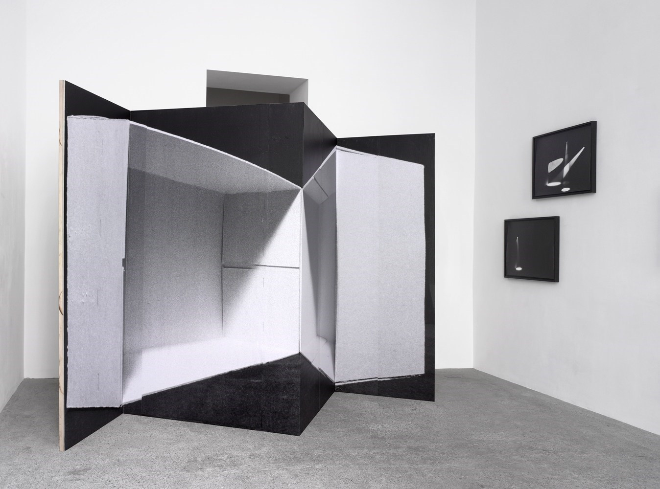 Spanische Wand, 215cm x 286cm, black & white prints and wood, 2012<br />Installation view Sassa Trülzsch, Berlin