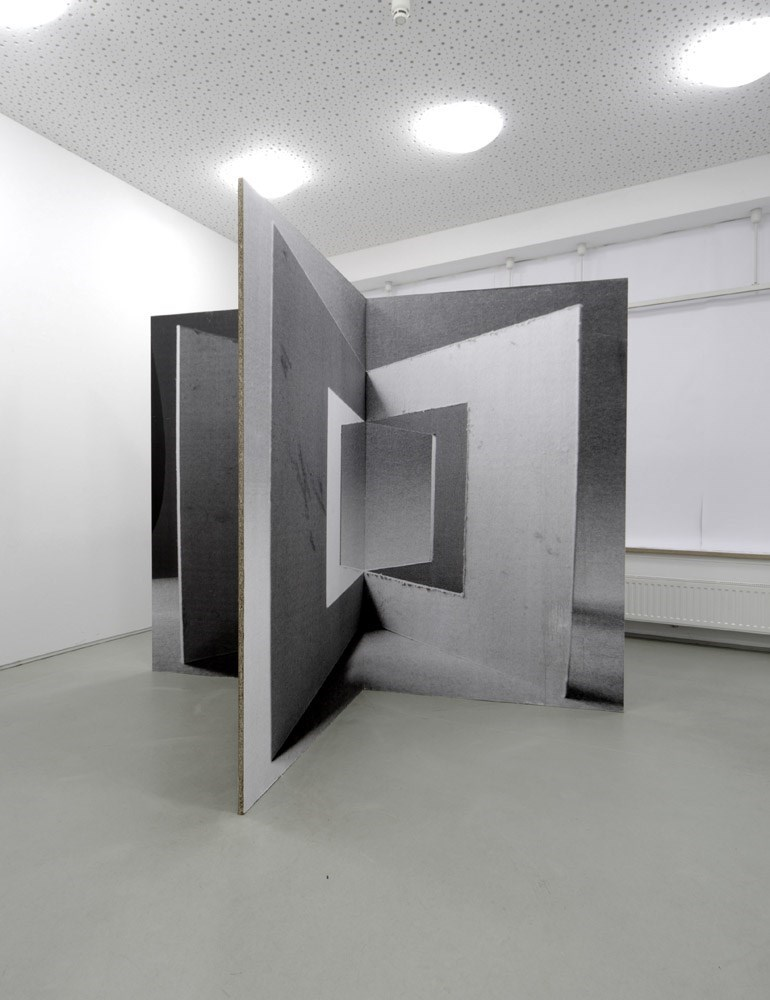 sprockets, 250 cm x 200 cm x 200 cm, b & w prints on wood, 2013<br />Installation view Kunstverein Langenhagen