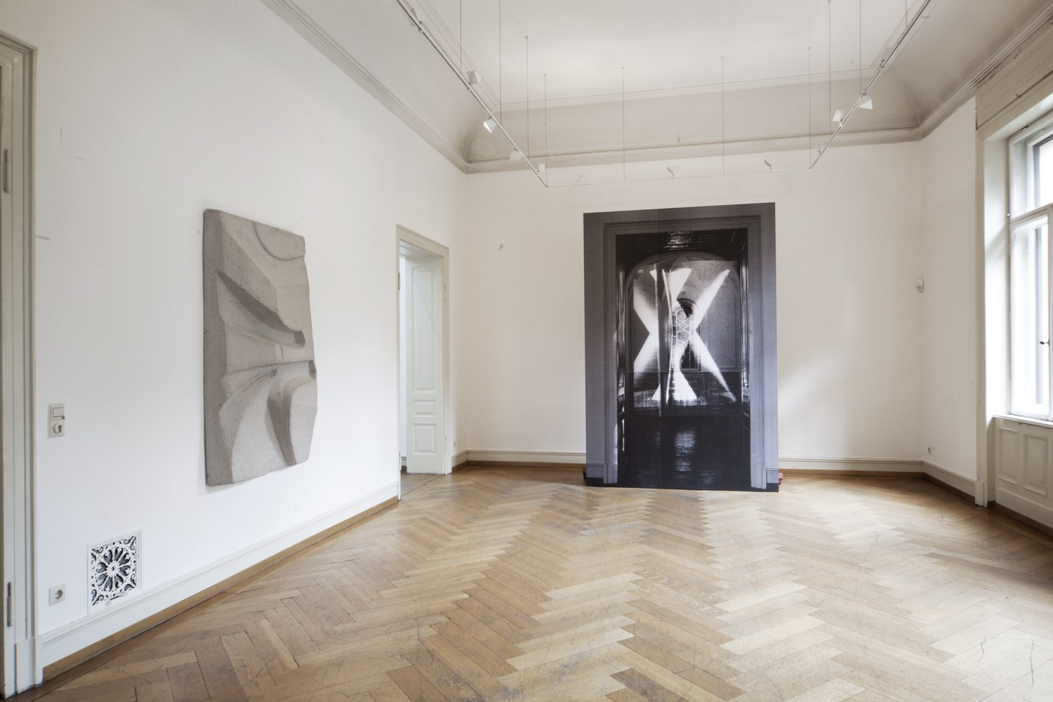 negative cinema, 160 cm x 100 cm, papier mâché and wood, 2009; niche/two rods, 304 cm x 204 cm, b& w prints on wood<br />Installation view Villa Merkel